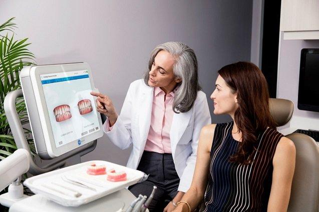 Die modernsten Behandlungsmethoden zur unsichtbaren Zahnkorrekur mit Invisalign