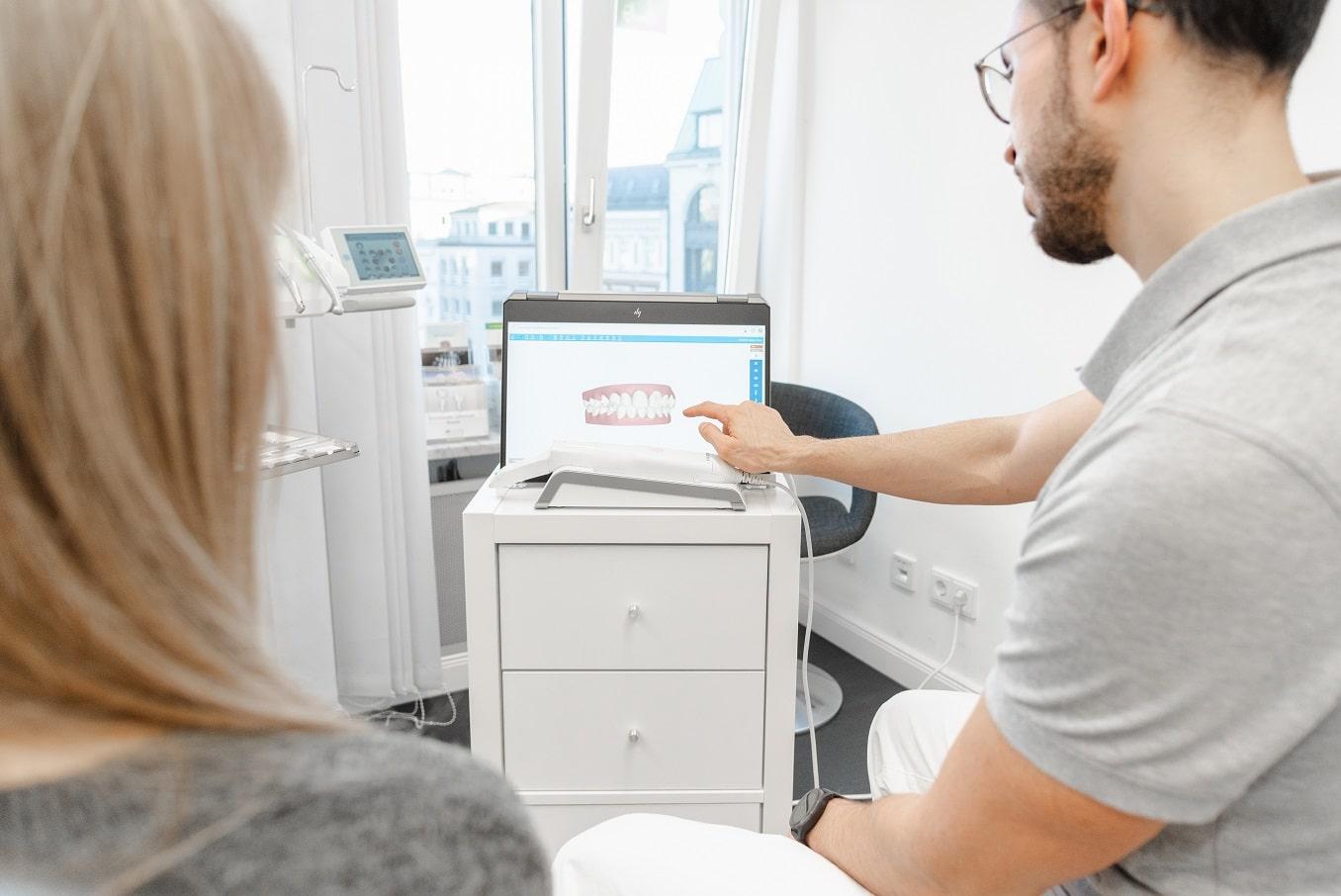 Unsichtbare Zahnkorrektur - bei Smyle24